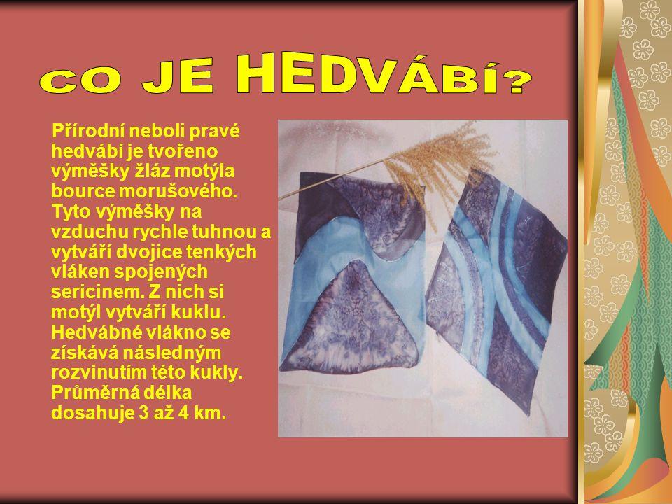 Přírodní neboli pravé hedvábí je tvořeno výměšky žláz motýla bource morušového. Tyto výměšky na vzduchu rychle tuhnou a vytváří dvojice tenkých vláken