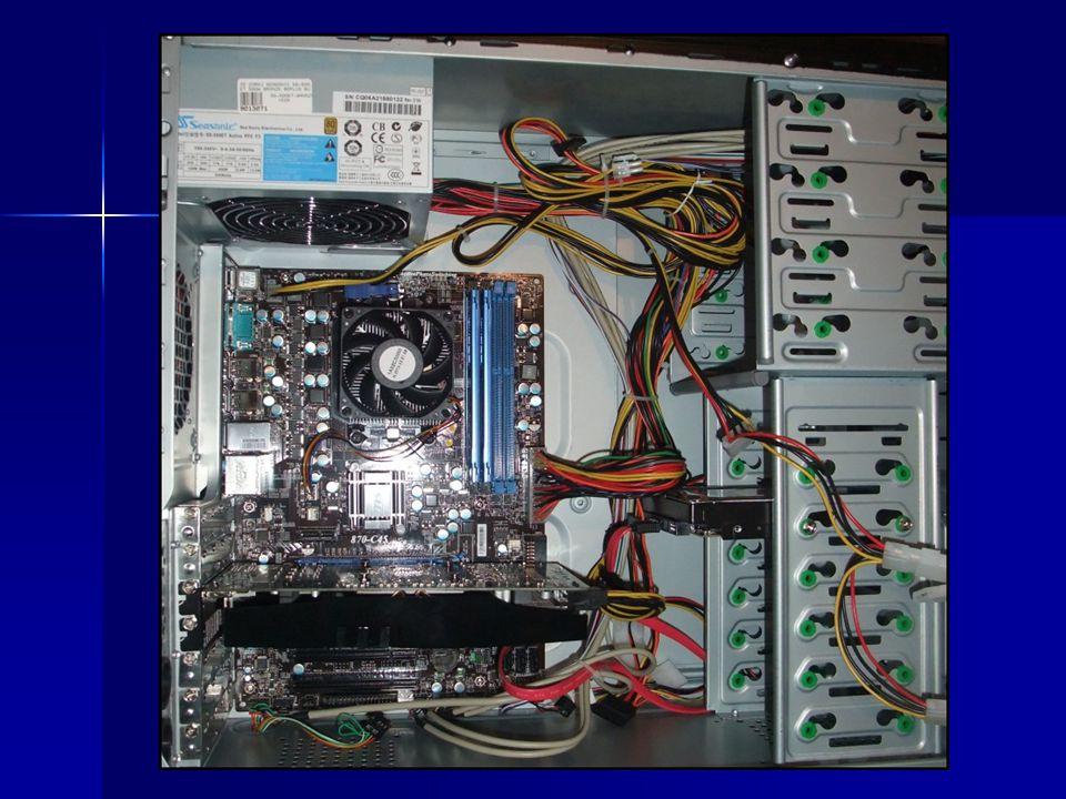 """Grafická karta obsahuje vlastní mikroprocesor GPU – graphics processing unit), paměti i sběrnice obsahuje vlastní mikroprocesor GPU – graphics processing unit), paměti i sběrnicemikroprocesor dala by se označit za """"počítač v počítači ."""