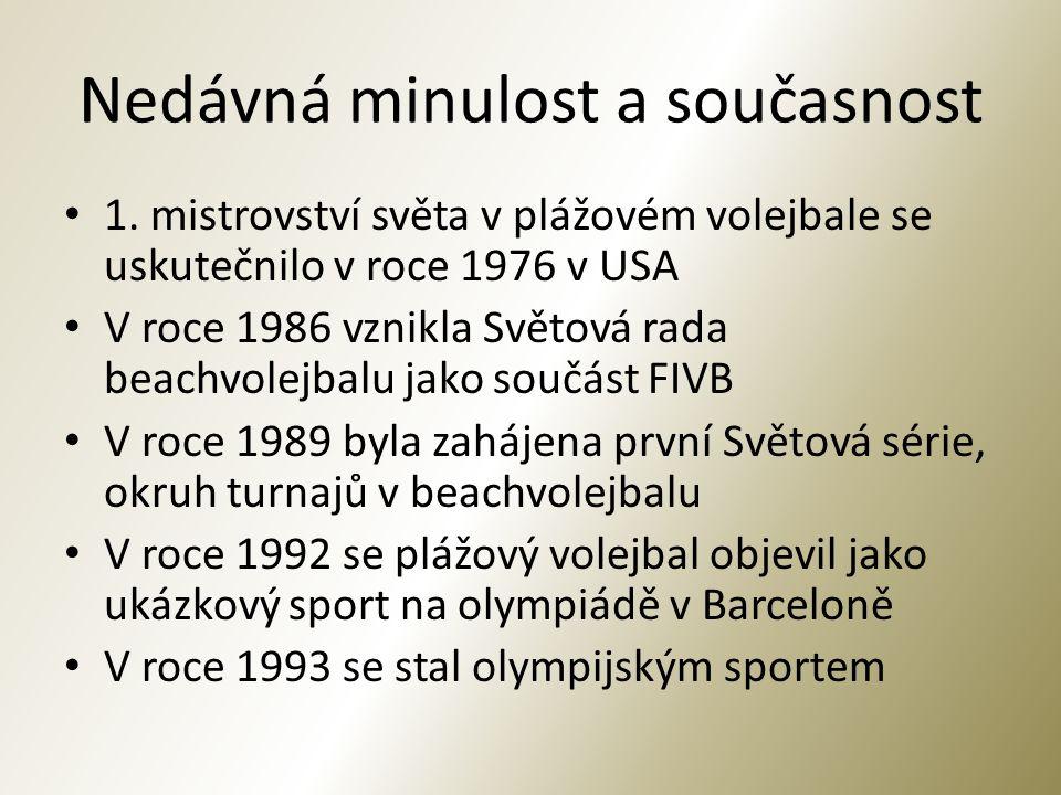 Současný plážový volejbal Členy FIVB je 95 národních svazů beachvolejbalu V ČR byla založena asociace Beach Volejbalu jako součást ČVS v roce 1992 Hrají se turnaje mužů i žen na olympijských hrách (1996) 1.