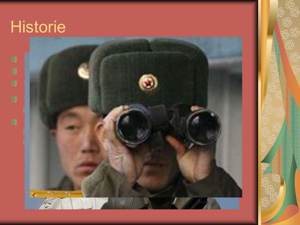 Historie 1950 Severní Korea podniká vpád do Jižní Koreje; počátek Korejské války; severokorejská vojska zahnána na ústup; intervence vojsk vyslaných čínskými komunisty 1953 příměří; rozdělení ostrova 1991obě republiky vstupují do OSN; podpis smlouvy o neútočení 1994 severokorejský vůdce Kim Ir-sen umírá; novým vůdcem jeho syn Kim Čchong-il 2000 jihokorejsko-severokorejský summit; omezené možnosti pro kontakty rodin rozdělených hranicí