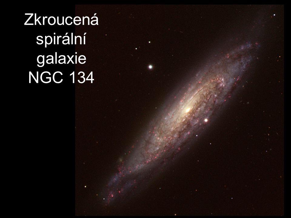 Zkroucená spirální galaxie NGC 134