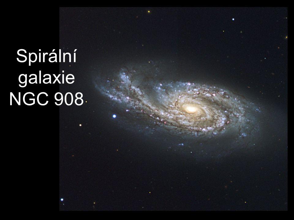 Spirální galaxie NGC 908