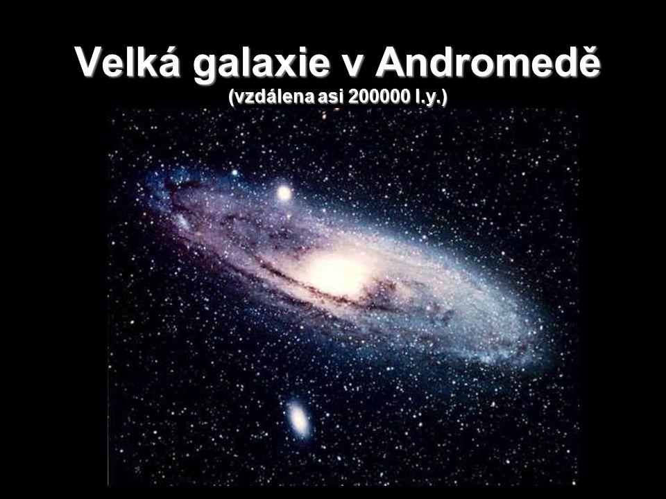 Velká galaxie v Andromedě (vzdálena asi 200000 l.y.)