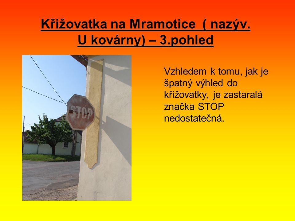 Vzhledem k tomu, jak je špatný výhled do křižovatky, je zastaralá značka STOP nedostatečná.