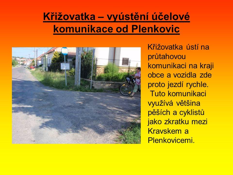 Křižovatka – vyústění účelové komunikace od Plenkovic Křižovatka ústí na průtahovou komunikaci na kraji obce a vozidla zde proto jezdí rychle.