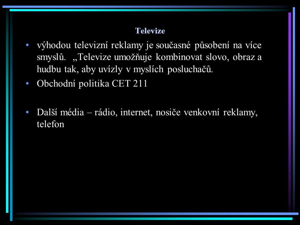 """Televize výhodou televizní reklamy je současné působení na více smyslů. """"Televize umožňuje kombinovat slovo, obraz a hudbu tak, aby uvízly v myslích p"""