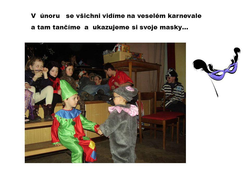 V únoru se všichni vidíme na veselém karnevale a tam tančíme a ukazujeme si svoje masky…