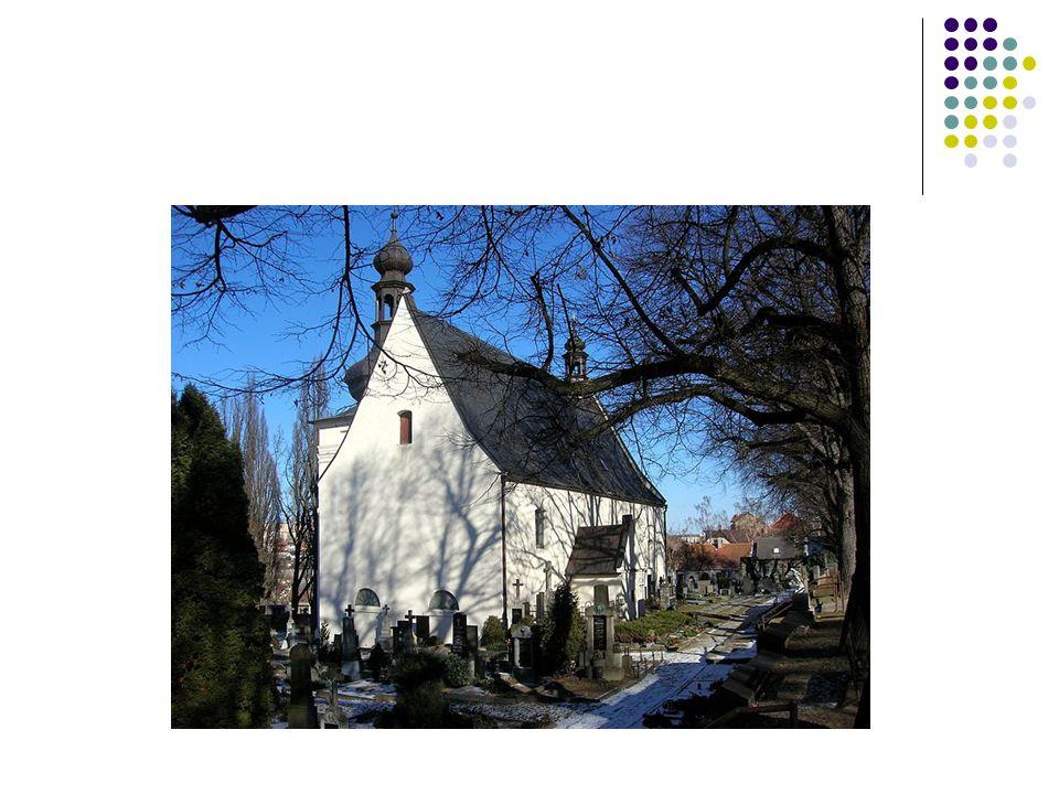 V okolí kostela byl brzy zřízen i nový hřbitov, který nahradil původní pohřebiště při městských hradbách.