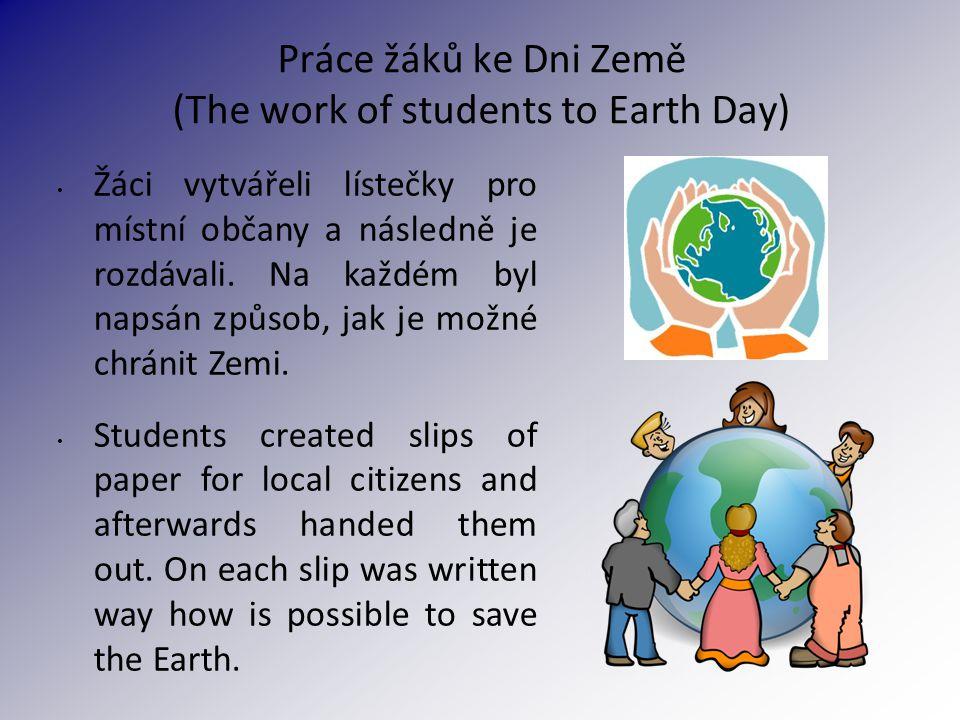 Práce žáků ke Dni Země (The work of students to Earth Day) Žáci vytvářeli lístečky pro místní občany a následně je rozdávali.