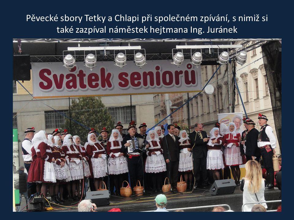Vystoupení ženského pěveckého sboru Tetky z Kyjova