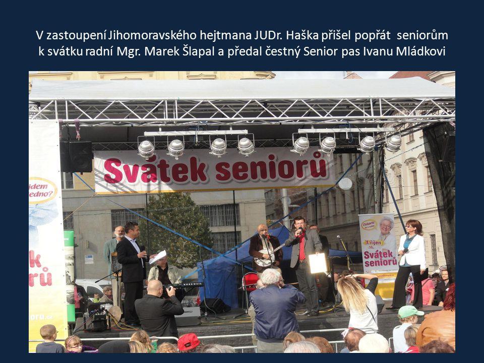 Seniorům také přišli popřát k svátku a je pozdravit náměstci Jihomoravského hejtmana Ing. Juránek a Bc. Roman Celý,DiS