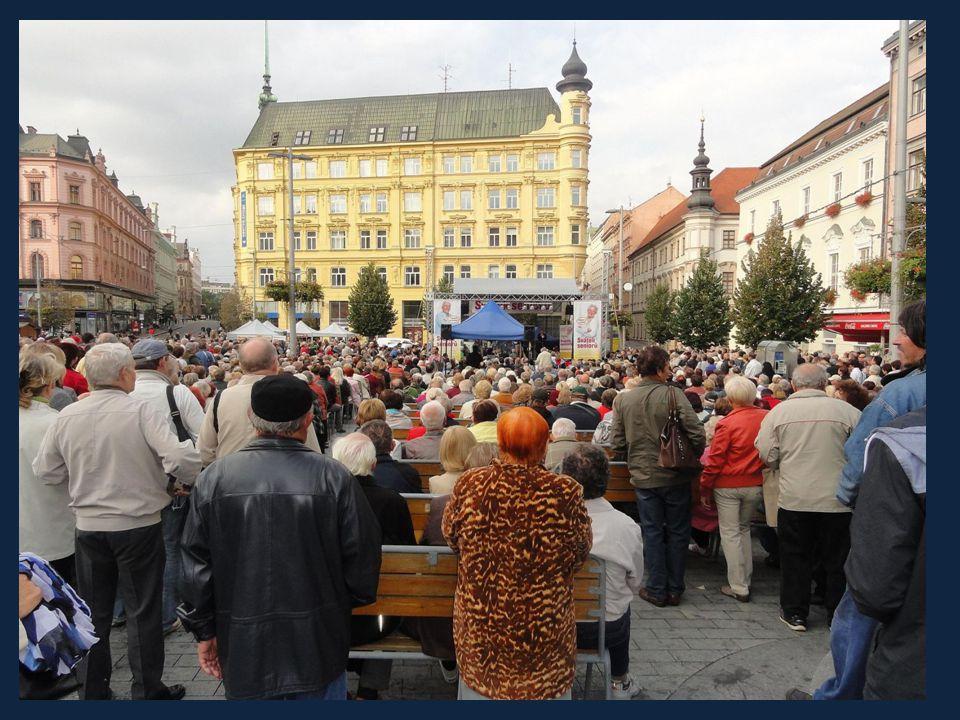 Ivan Mládek se skupinou a sólisty zahráli a zazpívali známé melodie