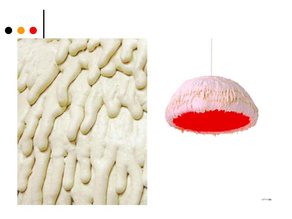 Charakteristika Návrat k dekoraci Opouští se technicky pokročilé architektonické tvary z konce 20.st Nyní romantičtější, nenáročné přístupy Př.