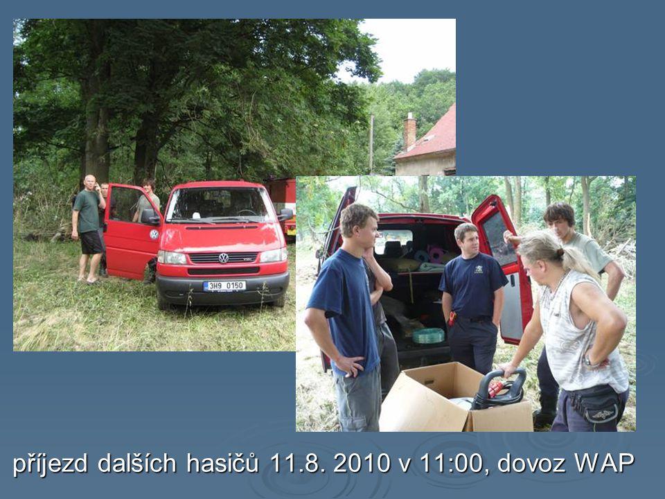 příjezd dalších hasičů 11.8. 2010 v 11:00, dovoz WAP