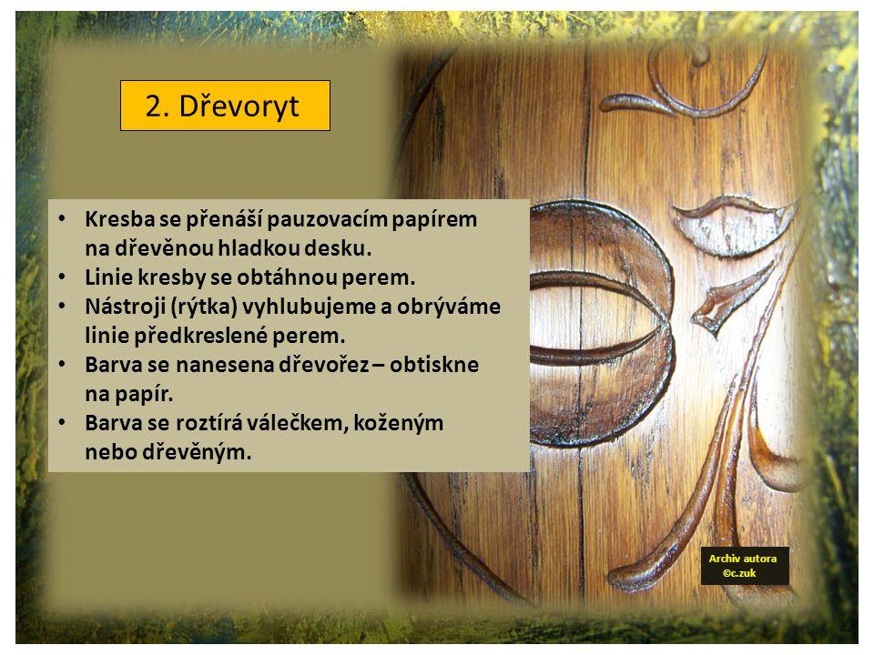 ©c.zuk 2. Dřevoryt Kresba se přenáší pauzovacím papírem na dřevěnou hladkou desku.