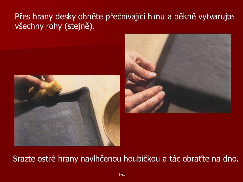 Tác Rohy vykrojte dokulata, aby po výpalu nebyly ostré. Dřevěnou desku položte na malý podstavec, např. na plochou krabici. Plát položte na desku.