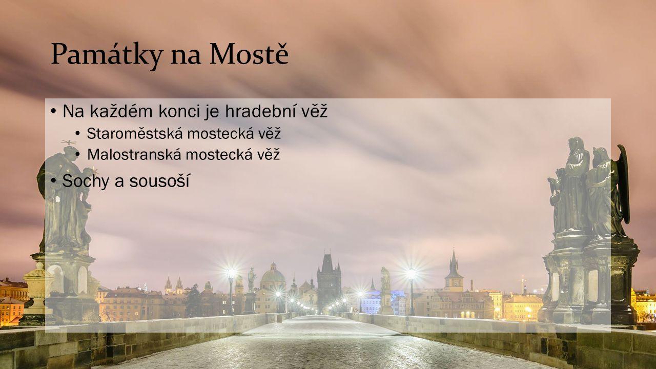 Památky na Mostě Na každém konci je hradební věž Staroměstská mostecká věž Malostranská mostecká věž Sochy a sousoší