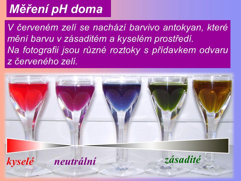 barva indikátorulakmusmethyloranžfenolftalein kyselina hydroxid Indikátorem (lakmus, methyloranž nebo fenolftalein) můžeme zjistit, zda se jedná o kyselinu – kyselý roztok nebo hydroxid - zásaditý roztok.