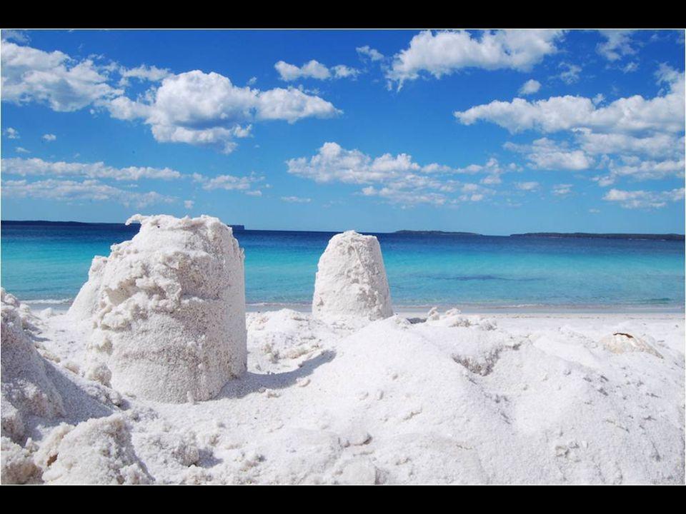 V Guinessově knize je uveden jako nejbělejší písek pláží na světě.