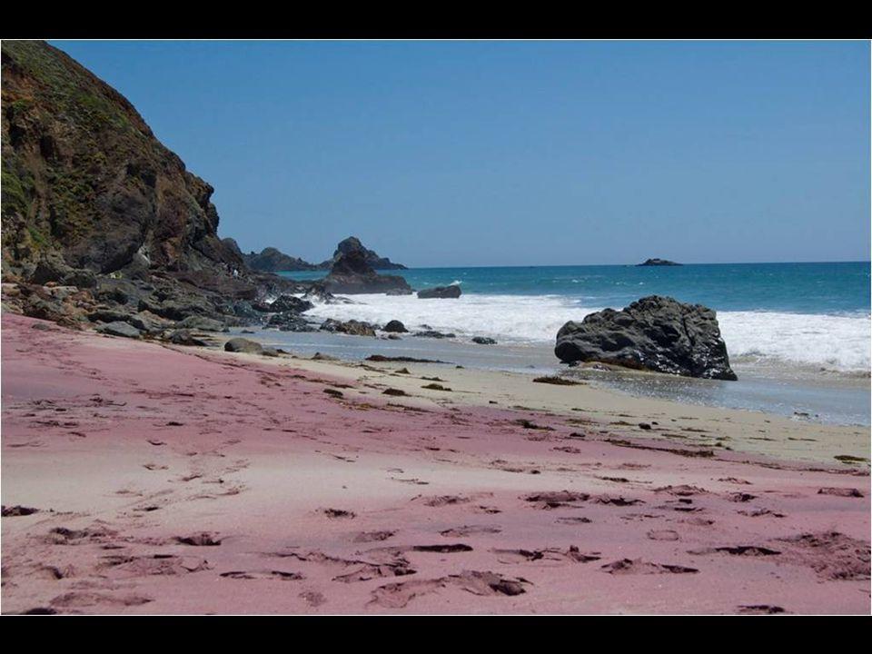 Pfeiffer Beach, Kalifornie. Purpurový písek
