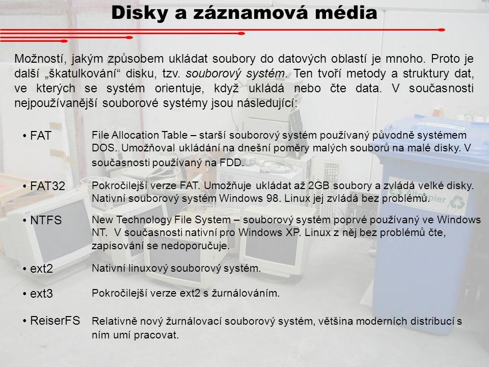 """Disky a záznamová média Možností, jakým způsobem ukládat soubory do datových oblastí je mnoho. Proto je další """"škatulkování"""" disku, tzv. souborový sys"""