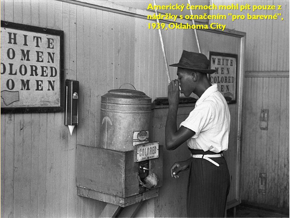 Americký černoch mohl pít pouze z nádržky s označením pro barevné , 1939, Oklahoma City