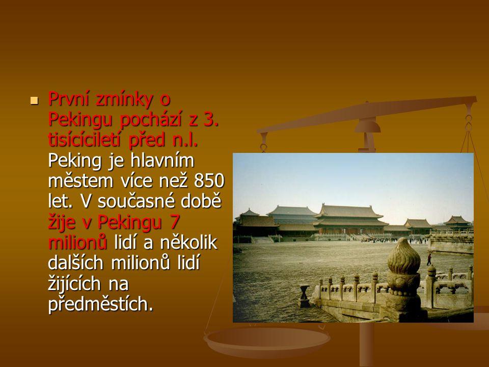První zmínky o Pekingu pochází z 3. tisícíciletí před n.l. Peking je hlavním městem více než 850 let. V současné době žije v Pekingu 7 milionů lidí a