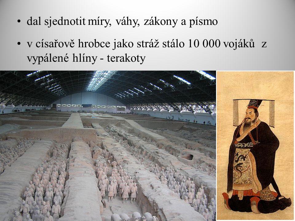 dal sjednotit míry, váhy, zákony a písmo v císařově hrobce jako stráž stálo 10 000 vojáků z vypálené hlíny - terakoty
