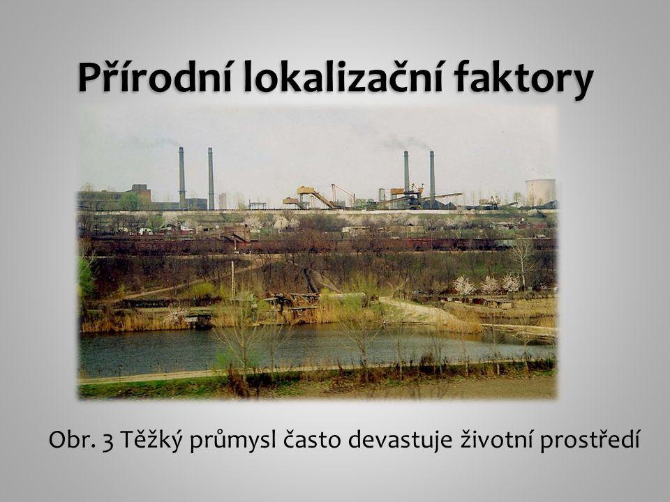 Obr. 3 Těžký průmysl často devastuje životní prostředí