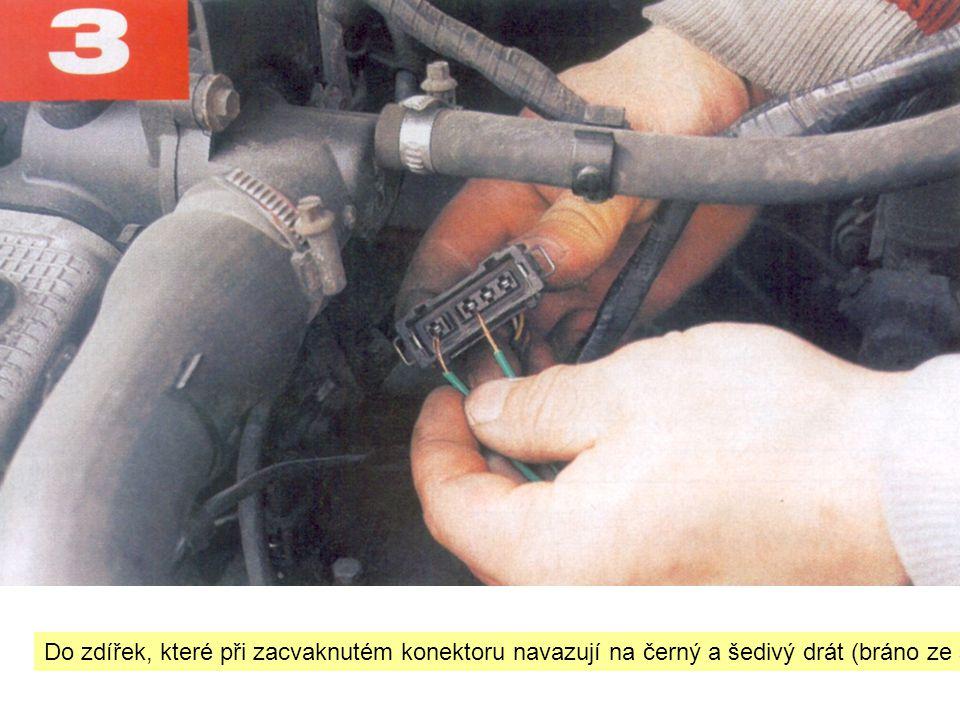"""Do zdířek, které při zacvaknutém konektoru navazují na černý a šedivý drát (bráno ze strany l-sondy) zasuňte """"oholené konce drátů"""