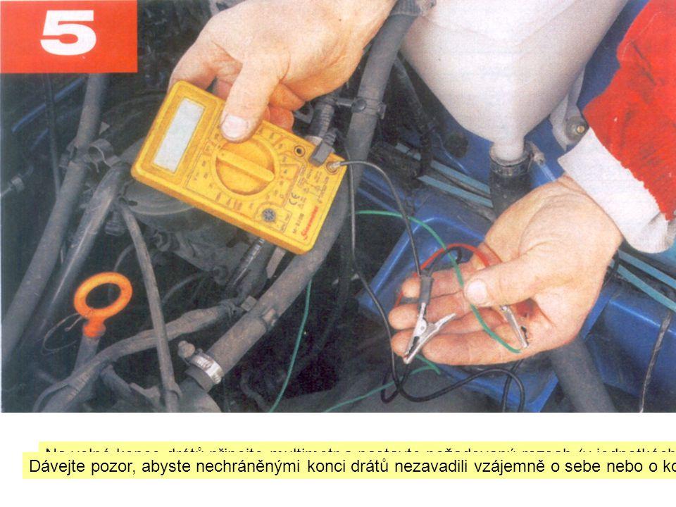 Na volné konce drátů připojte multimetr a nastavte požadovaný rozsah (v jednotkách nebo desítkách voltu).