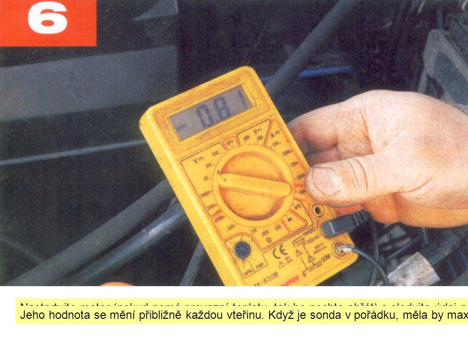 Nastartujte motor (pokud nemá provozní teplotu, tak ho nechte ohřát) a sledujte údaj na multimetru.
