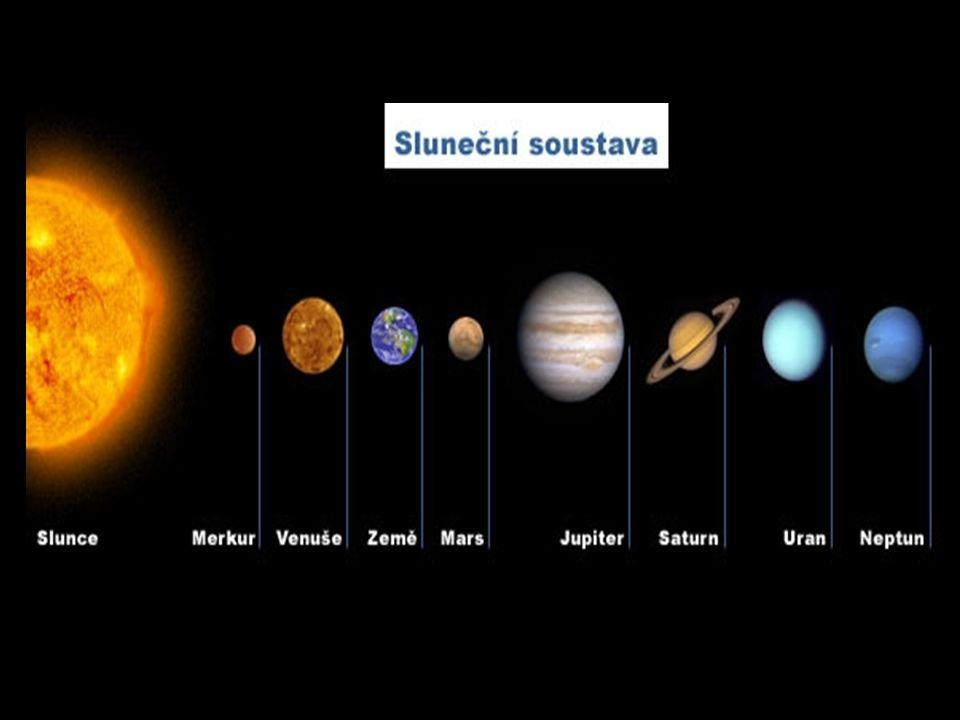 Merkur: Merkur je Slunci nejbližší a současně i nejmenší planetou sluneční soustavy Merkur je Slunci nejbližší a současně i nejmenší planetou sluneční soustavy Jeho oběžná dráha je ze všech planet nejblíže ke Slunci Jeho oběžná dráha je ze všech planet nejblíže ke Slunci Kolem slunce oběhne za 88 dní.