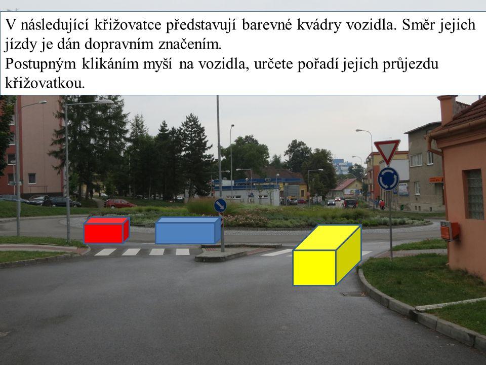 V následující křižovatce představují barevné kvádry vozidla. Směr jejich jízdy je dán dopravním značením. Postupným klikáním myší na vozidla, určete p