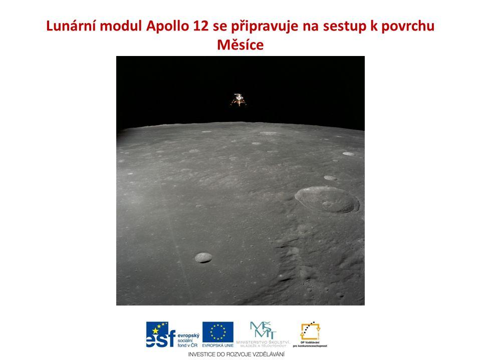 Lunární modul Apollo 12 se připravuje na sestup k povrchu Měsíce