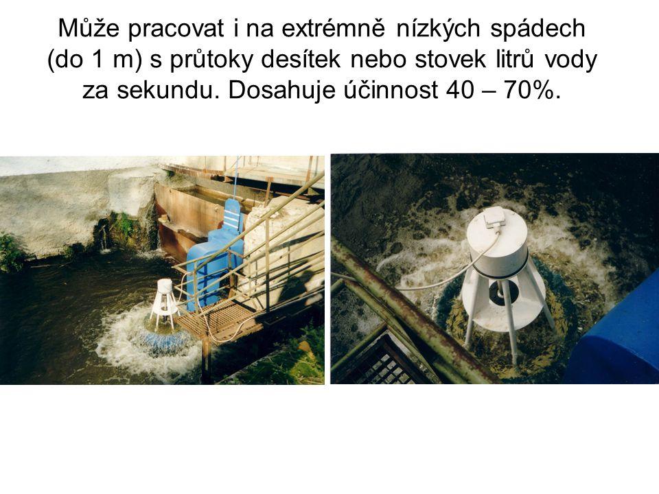 Může pracovat i na extrémně nízkých spádech (do 1 m) s průtoky desítek nebo stovek litrů vody za sekundu. Dosahuje účinnost 40 – 70%.