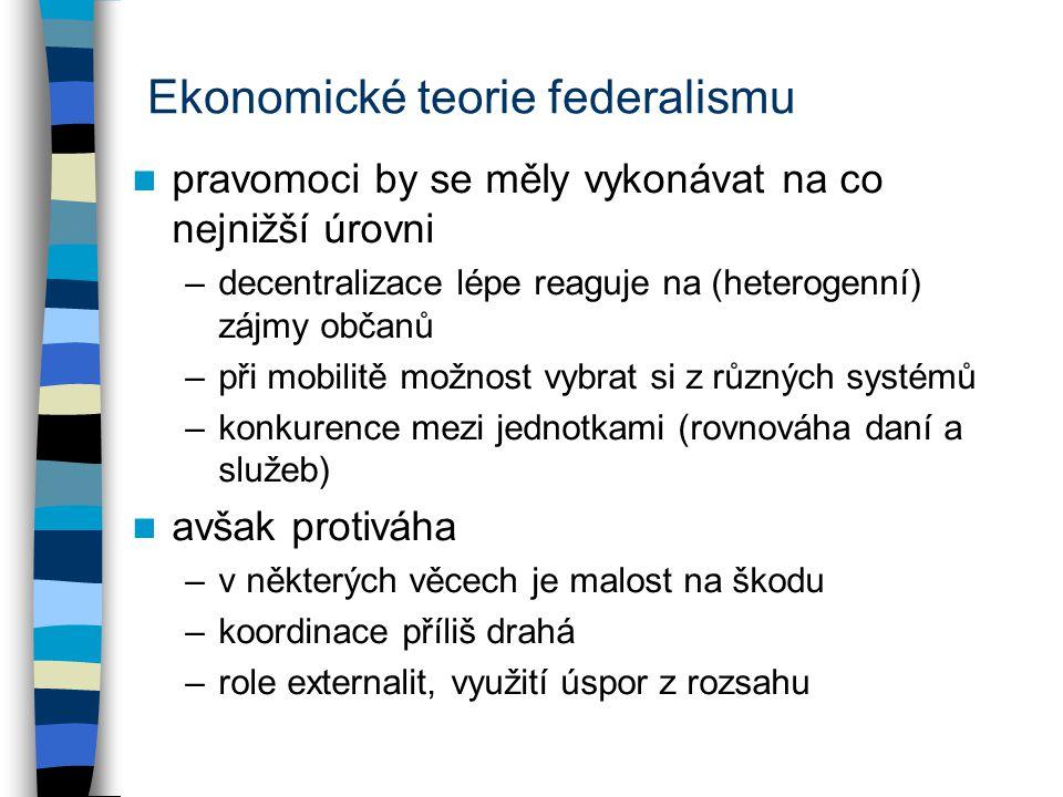 Ekonomické teorie federalismu pravomoci by se měly vykonávat na co nejnižší úrovni –decentralizace lépe reaguje na (heterogenní) zájmy občanů –při mob