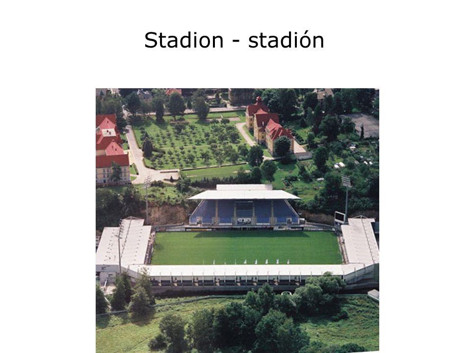 Stadion - stadión