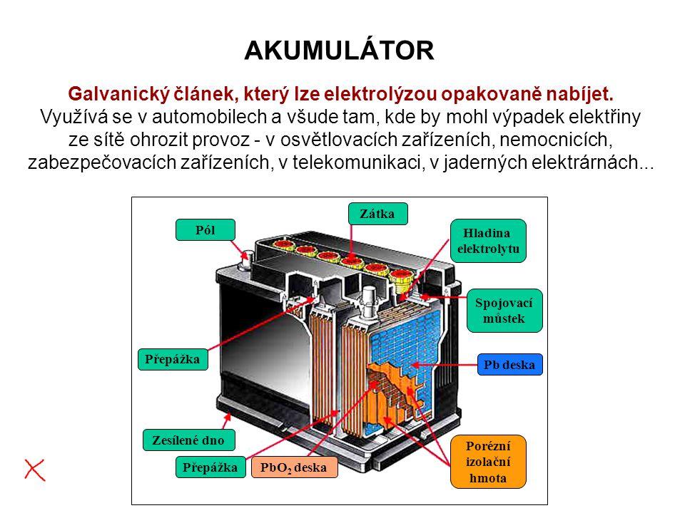 AKUMULÁTOR Galvanický článek, který lze elektrolýzou opakovaně nabíjet.