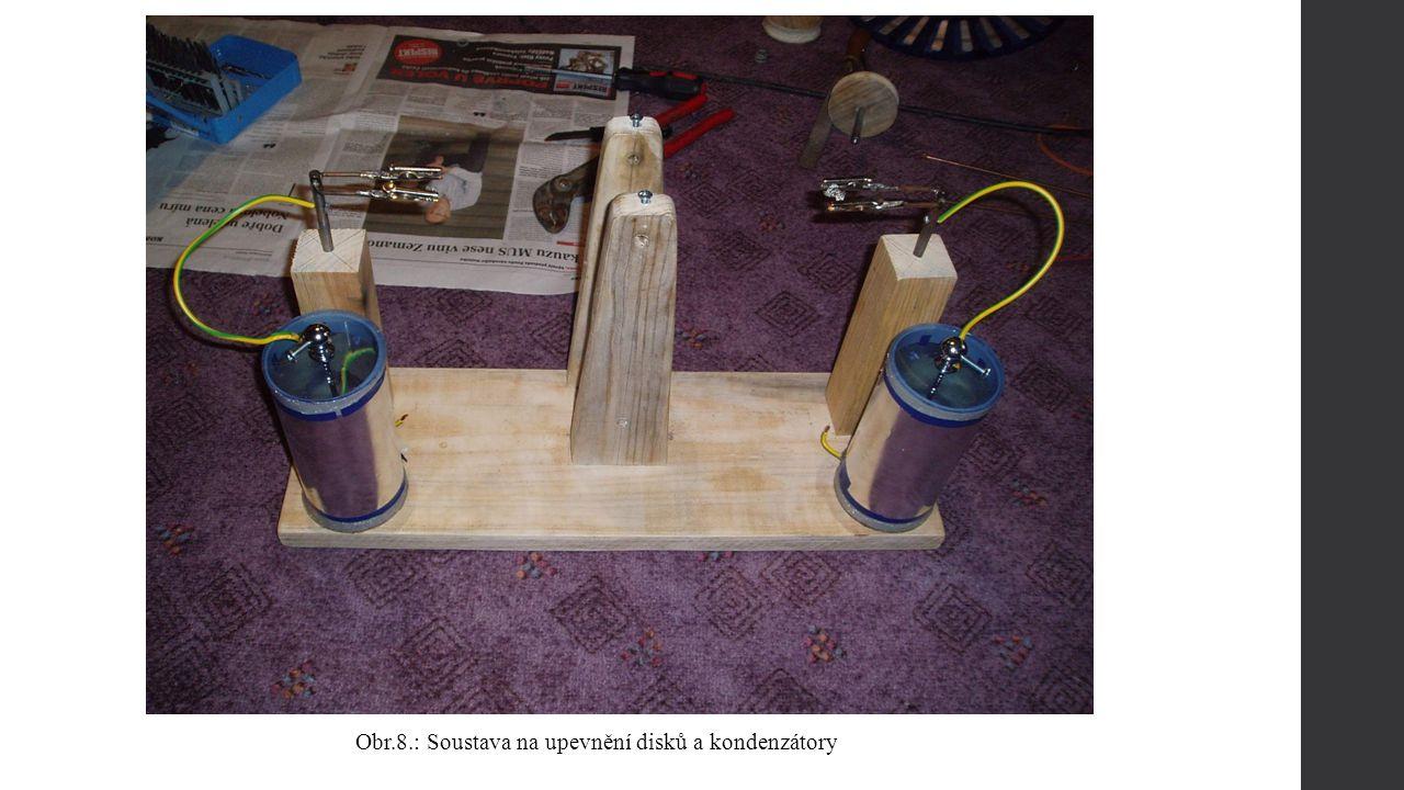 Obr.10.: Kondenzátor pohled ze shora Obr.9.: Kondenzátor z boku