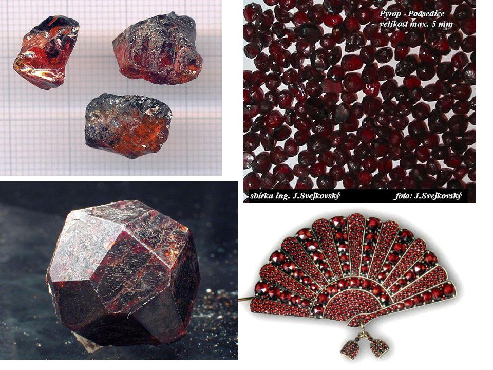 Mineralogický systém Bezvodé oxidy Augitρ = 3,3-3,5g/cm 3 ; t= 6; jednoklonná Amfibol ρ = 3,1-3,2g/cm 3 ; t= 5-5,5; jednoklonná vlastnosti: tvoří černé sloupečkovité krystaly, dobře štěpné využití: hlavní součást hornin (zejména čediče)