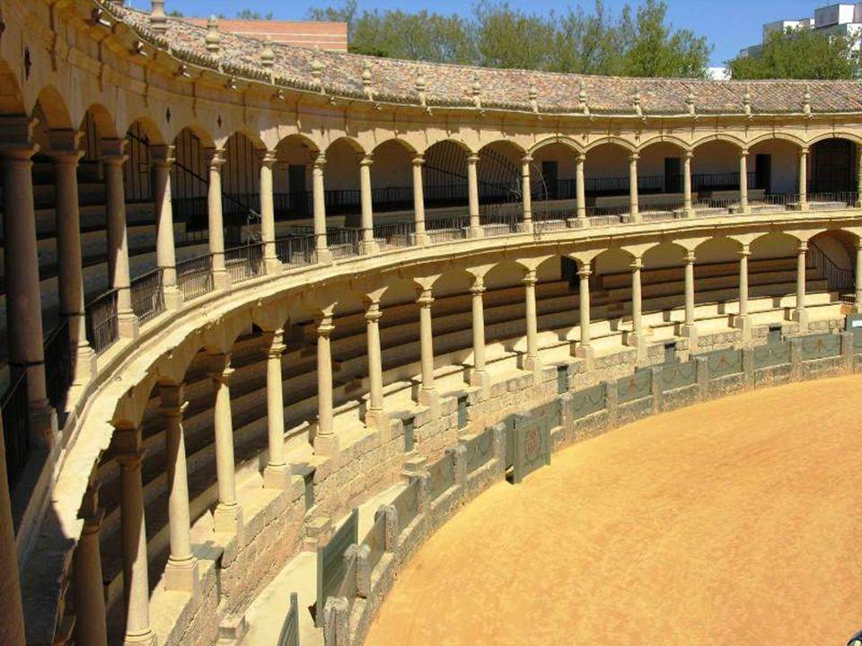 Ronda má ještě jednu velice významnou památku - je jí zdejší býčí aréna.