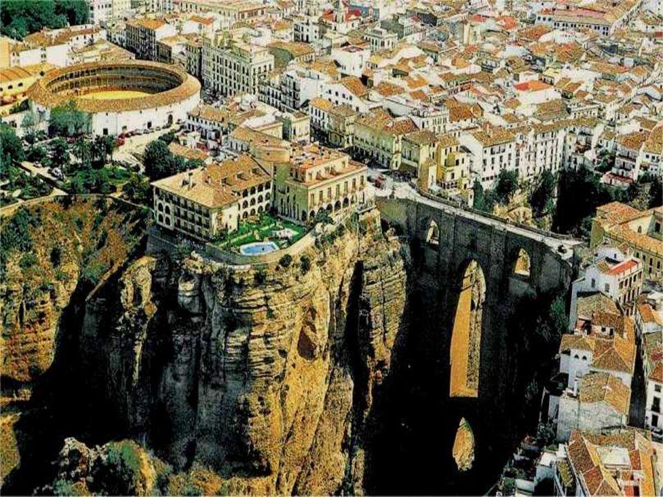 Ronda je asi nejhezčím městským celkem, jaký jsme zatím ve Španělsku viděli. Jako většina španělských měst je i Ronda velice stará, a prošla všemi výv