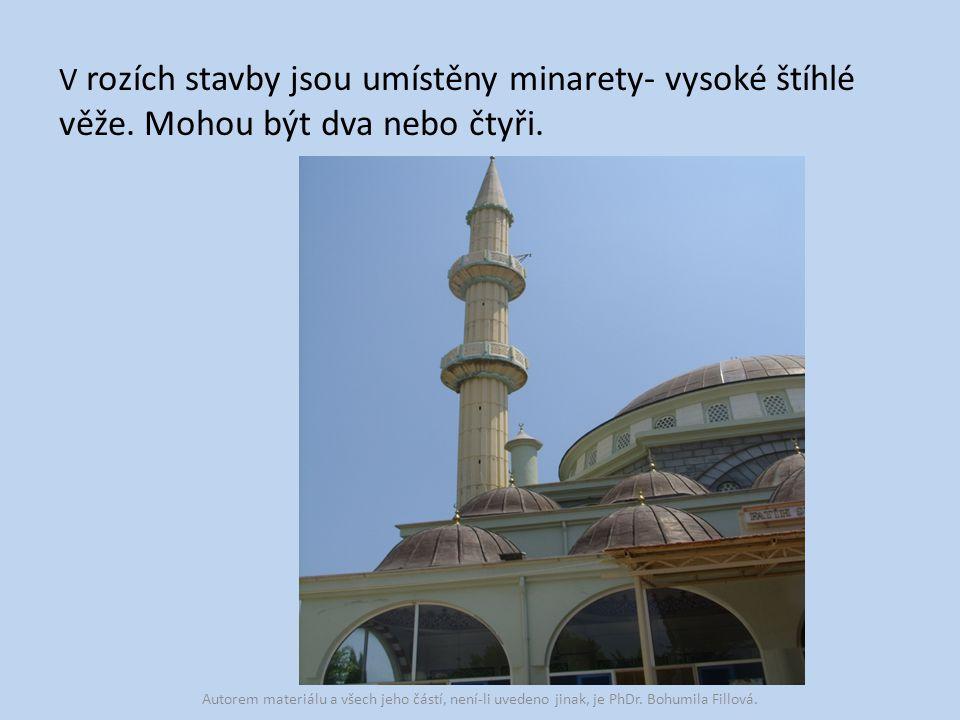 V rozích stavby jsou umístěny minarety- vysoké štíhlé věže.