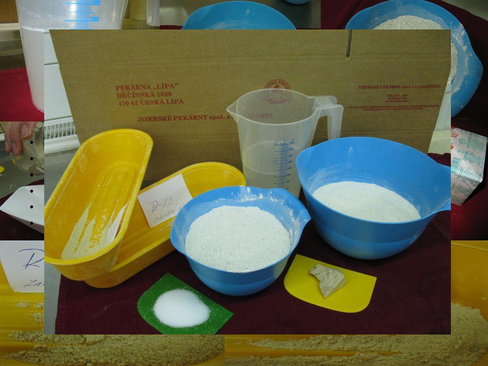 Pracovní postup Hladká mouka Sůl Voda Brambory Kmín Ocet Cukr Droždí