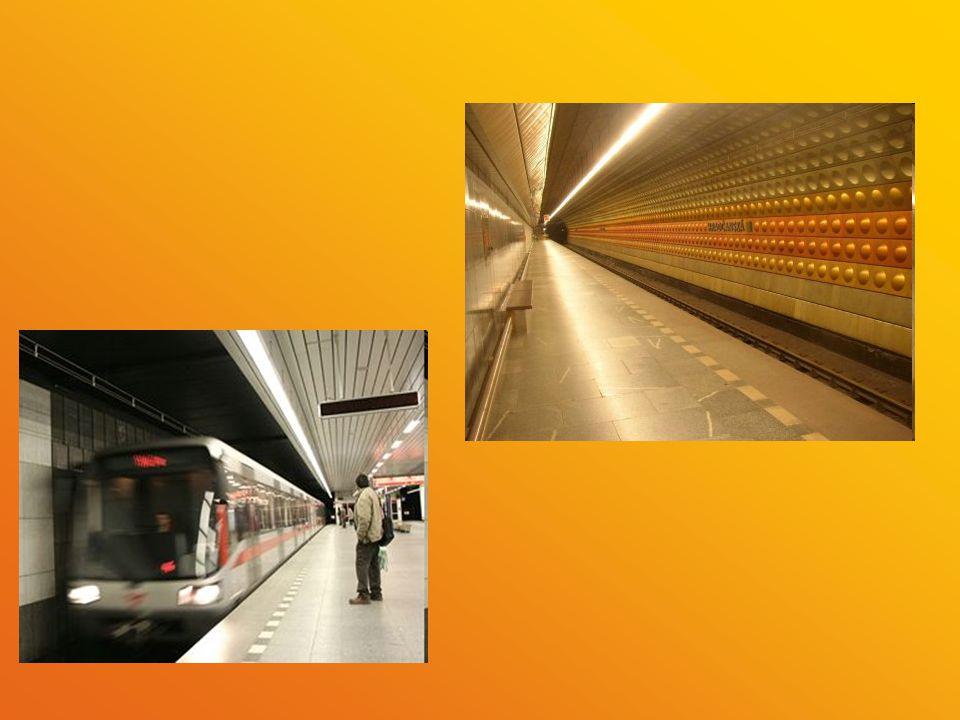 Provoz Pražské metro zajišťuje dopravu od časného rána až do půlnoci.