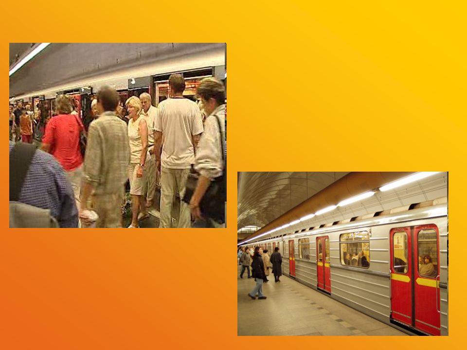 Ochranný systém metra Součástí stavby metra jsou i zvláštní prostory, které měly sloužit jako kryt zejména v případě války a ohrožení.