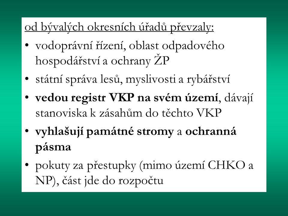 od bývalých okresních úřadů převzaly: vodoprávní řízení, oblast odpadového hospodářství a ochrany ŽP státní správa lesů, myslivosti a rybářství vedou registr VKP na svém území, dávají stanoviska k zásahům do těchto VKP vyhlašují památné stromy a ochranná pásma pokuty za přestupky (mimo území CHKO a NP), část jde do rozpočtu