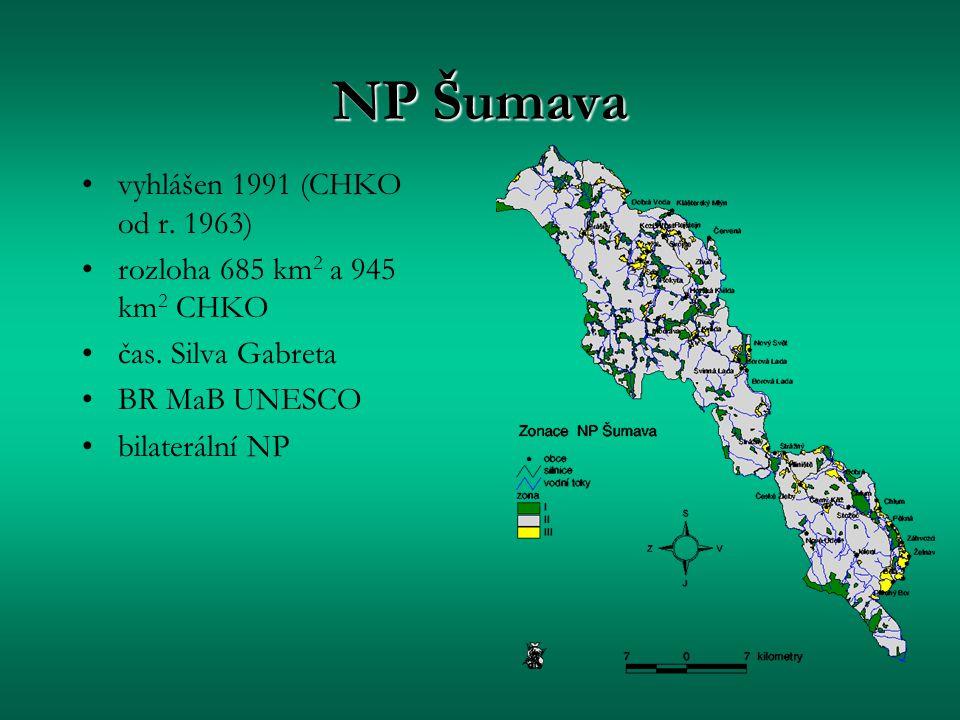NP Šumava vyhlášen 1991 (CHKO od r. 1963) rozloha 685 km 2 a 945 km 2 CHKO čas. Silva Gabreta BR MaB UNESCO bilaterální NP