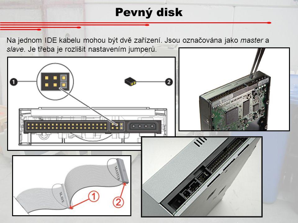 Pevný disk Na jednom IDE kabelu mohou být dvě zařízení. Jsou označována jako master a slave. Je třeba je rozlišit nastavením jumperů.
